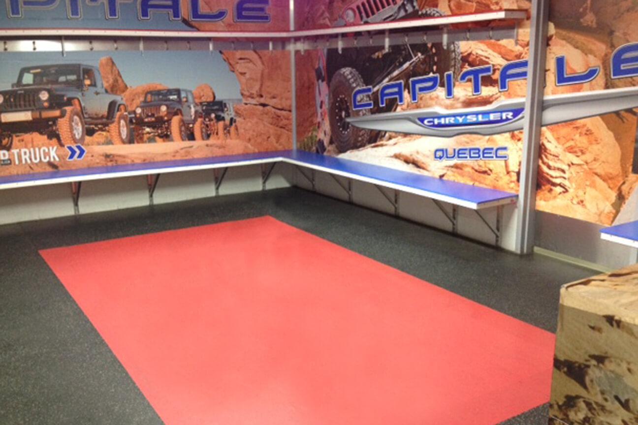 Plancher en caoutchouc MaxFlor et MaxMat dans la salle des joueurs au Complexe 3 Glaces (Québec, Québec)