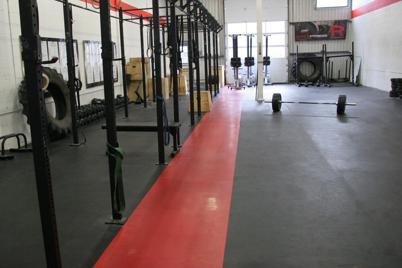 Plancher de gym en caoutchouc MaxFlor et MaxMat au Deka Crossfit (Blainville, Québec)