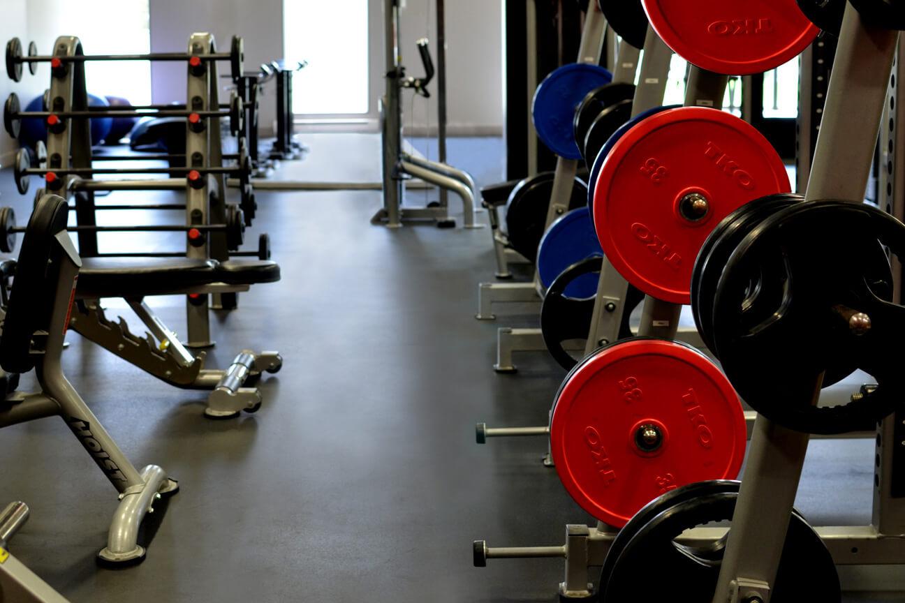 Plancher de gym en caoutchouc MaxMat au gym Ô Sommet (Laval, Québec)