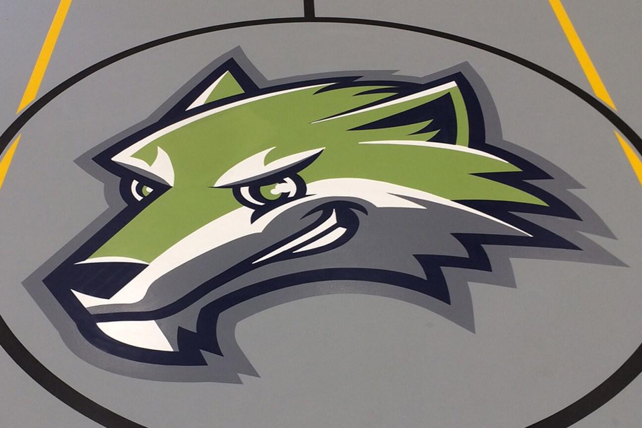 Logo central en peinture pour lignage sportif à l'école publique Bridgewood (Cornwall, Ontario)