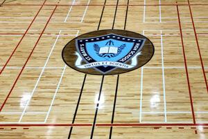 Une installation adéquate assure un plancher de gymnase durable